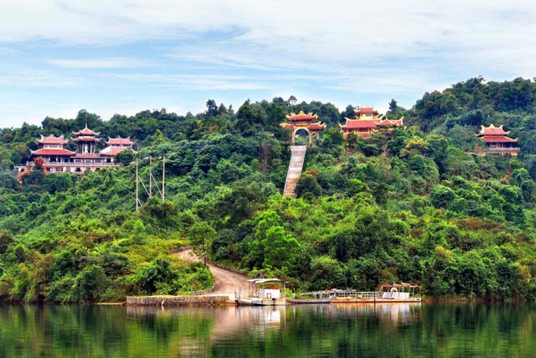Hồ Truồi – Thiền Viện Trúc Lâm
